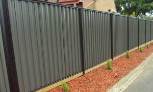 how to maintain metal fencing